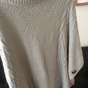 Sweaters - Grey sweater knit Shaw with brown buttons